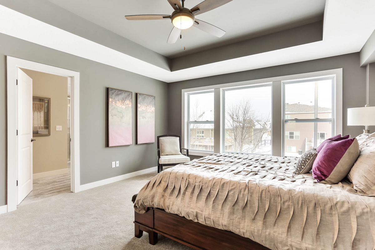 Great Master Suite has vaulted ceiling